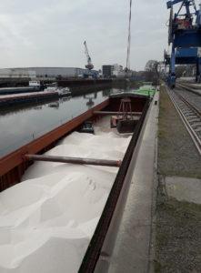 Entladung von Düngemitteln im Hafen Riesa (Foto: SBO)