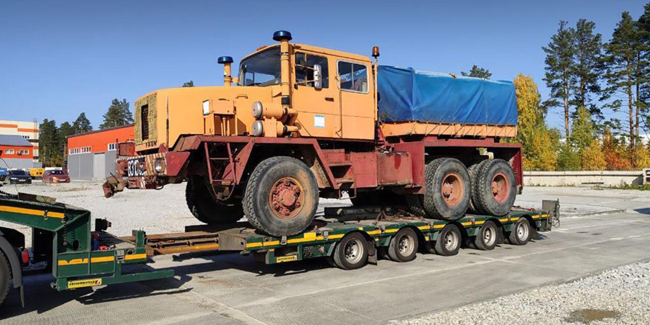 Sachsenland macht's möglich: Oldtimer-LKW mit Tieflader von Russland nach Deutschland gebracht